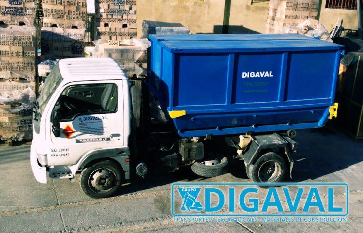 Vehículo adaptado para el transporte de subproductos animales.