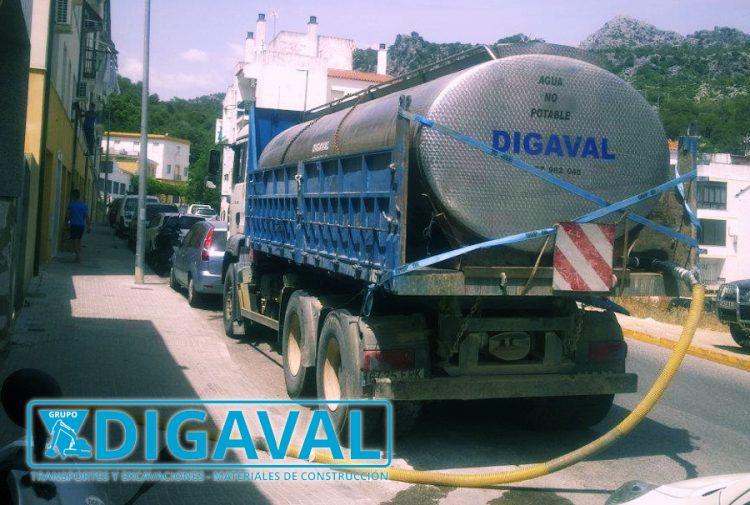 Transporte de agua no potable a obras y zonas industriales.