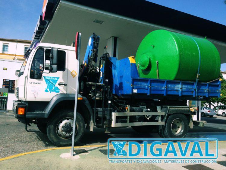 Transporte e instalación de depósitos de agua.